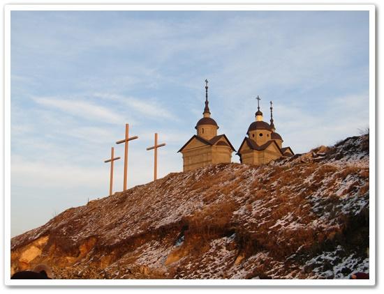 Молебень Хресної Дороги за померлих.