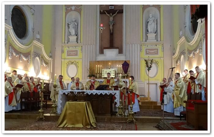 Свята Меса Мира. Відновлення священицьких обітниць. Благословення єлею катехуменів, хрізма та хворих.