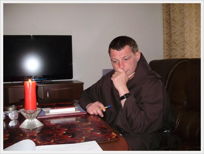 Домовий капітул в Ковелі. О. Тадеуш ділиться життям з братами своєї спільноти.